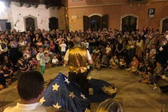 Spettacolo di magia in piazza